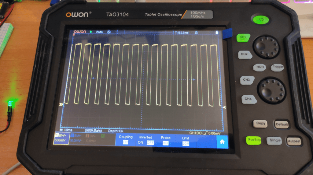 Owon TAO3104 Tablet Scope ckecking out the RPi Pico